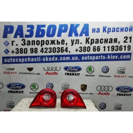 Фонарь задний правый внутренний VW Golf 5 1K6945094G